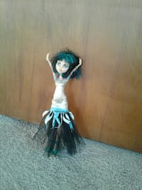 white and blue Monster High doll South Charleston, 25303