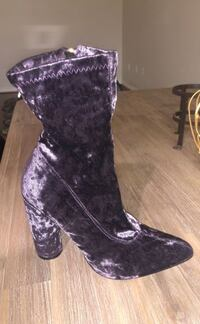 Purple velvet bootie  Los Angeles, 91402