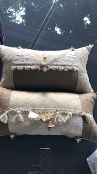 2 decorative pillows Markham, L3T 7E5