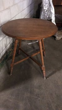 Round wooden table  Fort Erie, L2A 2L9