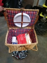 brown wicker picnic basket Brookeville, 20833