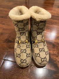 Gucci beige wool boots (size 6)