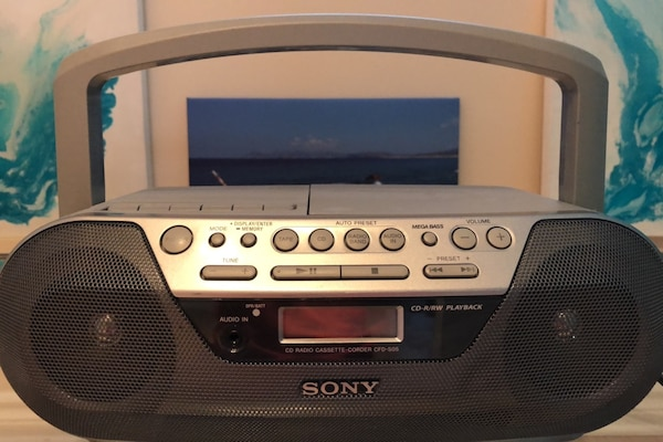 Sony am/fm radio, Cd, cassette and aux  056792da-751e-4dc2-9bad-6924a5c661f4