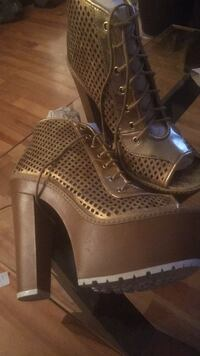 Pair of Gold Wedge booties Montréal, H1G 5N6