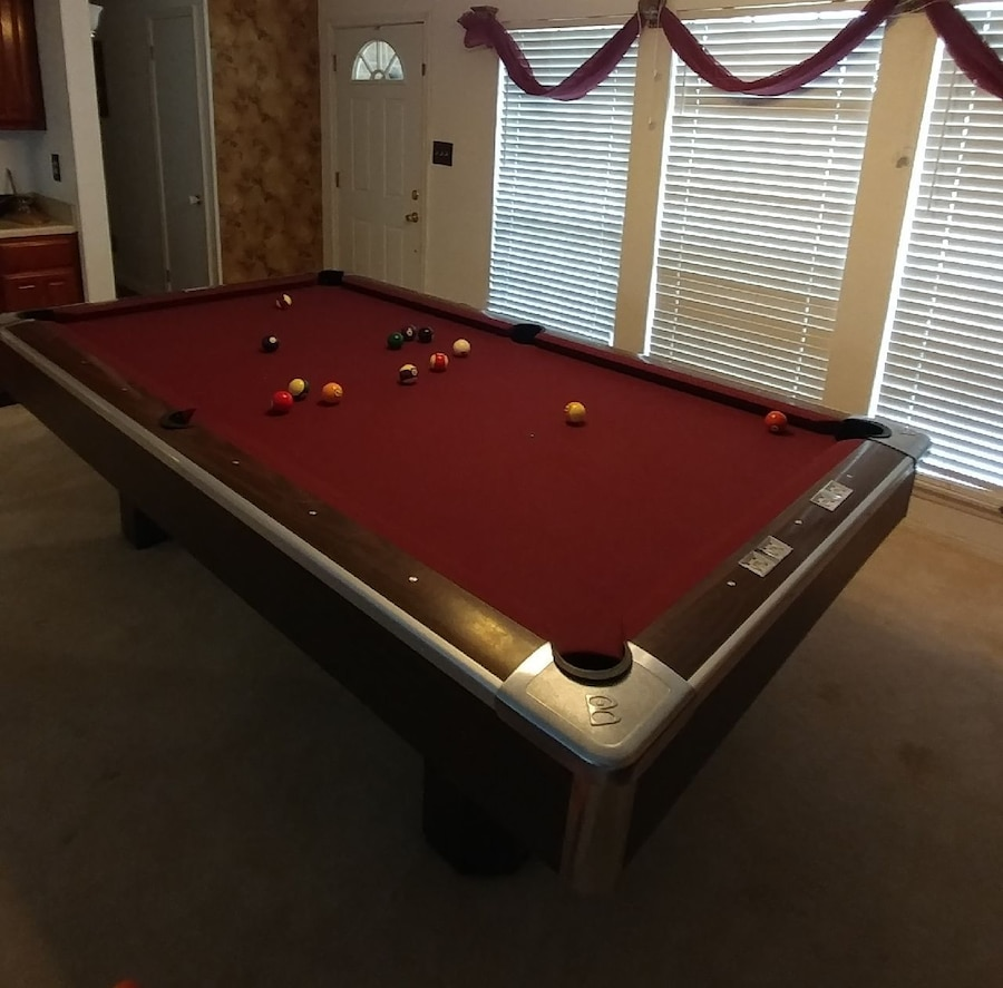 Attirant Brunswick 8 Ft Pool Table Century Supreme Walnut