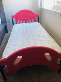 toddler's red and blue bed frame Alexandria, 22304