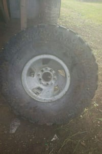 2 tires 35×12.50R15LT the other tire is 33×12.50R1