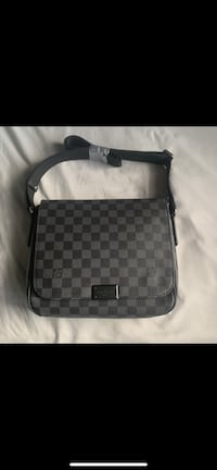 UA Louis Vuitton Messenger Bag Milton