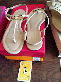 pair of white-and-pink leather sandals 弗雷斯诺, 93711