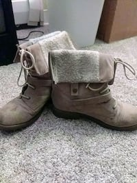 pair of brown leather boots Denver, 80246