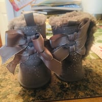 Gorgeous baby girl winter boots size 1 Calgary, T3K 6E8