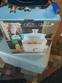 the Pioneer Woman glass water dispenser box