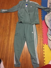 AUTHENTIC 9/10 ADIDAS TRACKSUIT Toronto, M5P 3N3