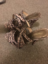 pair of brown-and-black leather sandals Pickering, L1V