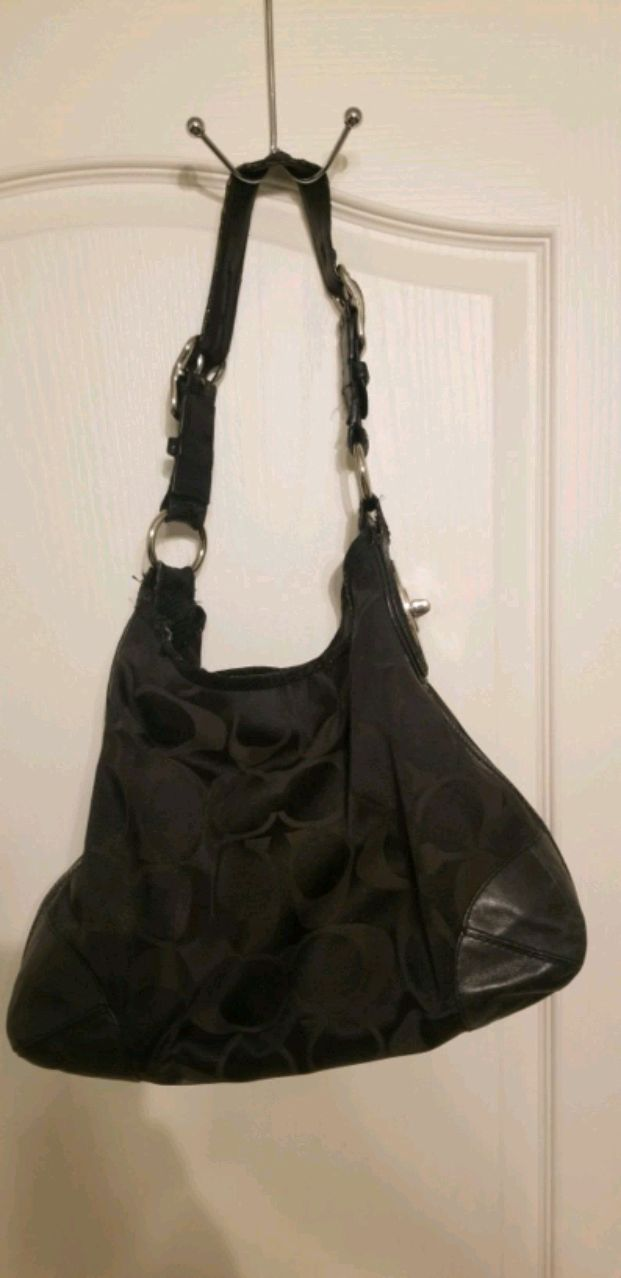 Photo Black Coach Purse