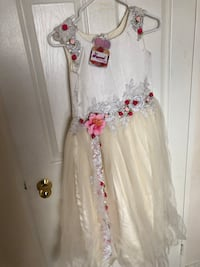 Brand New Girl dress Size 32 (10yrs) Mississauga, L5R 3R4