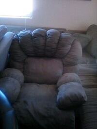 Sued Ashley recliner like new Los Angeles, 90061