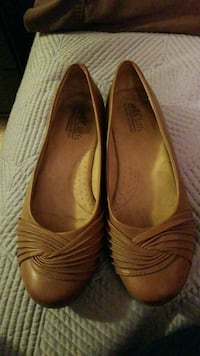 Size 8 1/2 brown flats  Germantown, 20874