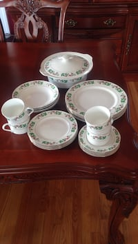 Christmas China. Made by Gibson. 2 quart casserole dish and 4 Piece Pl. setting Round Hill, 20141