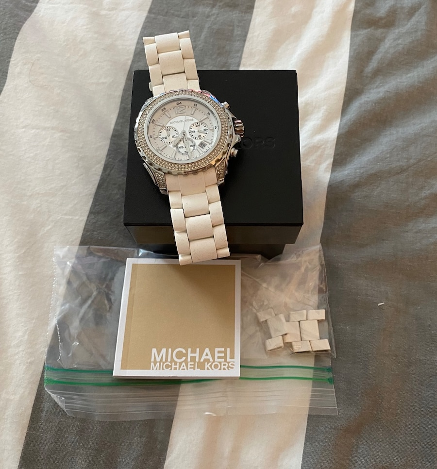 Photo Like New Michael Kors White Silicone Drake Chronograph Watch - MK5621