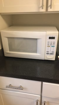 white General Electric microwave oven Arlington, 22201