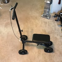 Knee scooter for broken leg