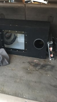Subwoofer kicker with amp with two amps Windsor, 06095