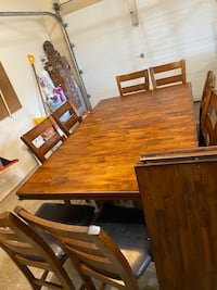 Dining table with 8 chairs, expandable  Orchard Hills, 21742