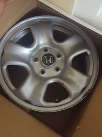 gray Honda Crv 5-spoke wheel in box