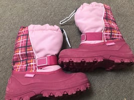 Size 5 youth snow boots