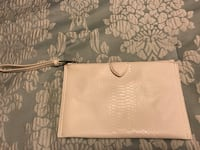 The Limited all white Wristlet Severn, 21144