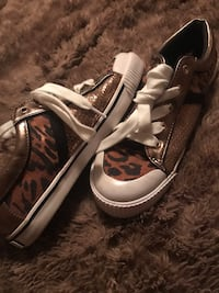 Guess Tennis Shoes Sz.6.5 West Columbia, 29170