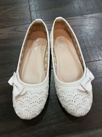 Girls Size 4 White dress shoes Mississauga, L5C 3V9