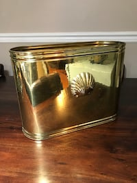 Brass flower pot.Size :  horizontally 15.75 inches,Height  12 inches,width 6.2 inches Surrey, V3T