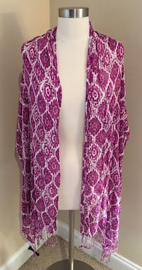 Gorgeous Purple and White Shawl in Great Condition!! Spartanburg, 29301