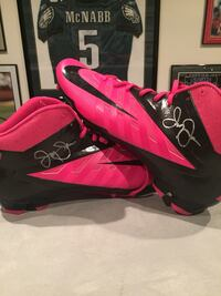 Jerry Jones Dallas Cowboys signed Breast Cancer Pink Cleats  Aston, 19014