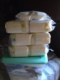 White disposable diaper pack lot