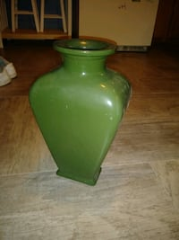 Olive green pottery vase Williamsport, 21795