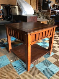 Coffee table/accent table
