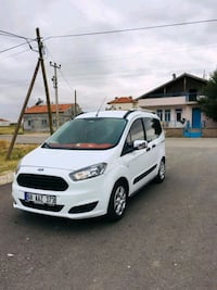 2015 Ford Courier