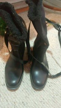 pair of black leather heeled shoes Barrie, L4N 4W6