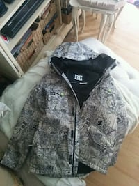 DC Ski/Winter Jacket, size; Medium (Water Proof) 3/4 inch in length.