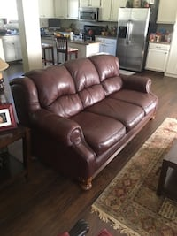 Leather Couch great condition  Chattanooga, 37421
