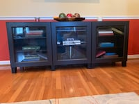 Dark Oak Wooden TV Stand in Excellent Condition Woodbridge, 22191