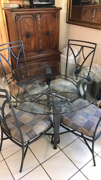 round glass top table with four chairs Hollywood, 33020