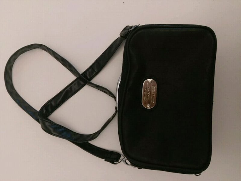 Cute Leather Looking Purse in Black 1