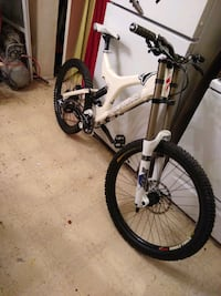 2010 full suspension downhill mountain bike