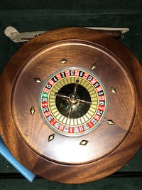 Beautiful 14 inch Wooden Roulette wheel and set Los Angeles, 91326