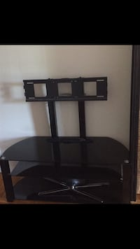 TV stand with mount *Great condition* Montréal, H8R 2G2