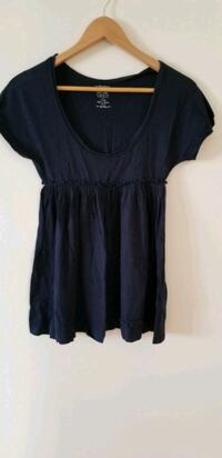Levis baby doll xs navy blue top Vancouver, V6B